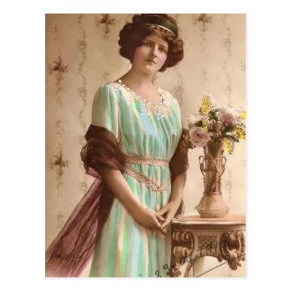 1917 Madames victoriennes avec le vase Carte Postale
