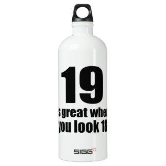 19 est grand quand vous regardez l'anniversaire bouteille d'eau en aluminium