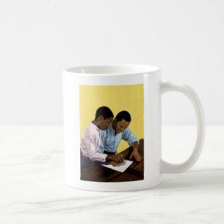 2003 jamais trop vieux mug