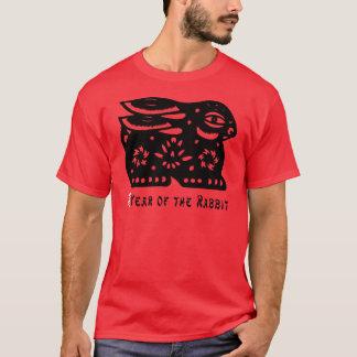 2011 ans du T-shirt foncé coupé par papier de