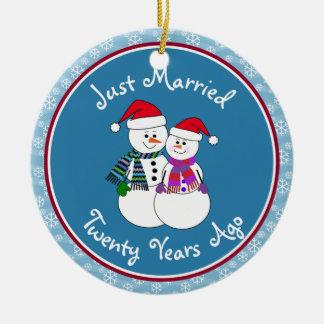 20ème Noël de couples de neige d'amusement de Ornement Rond En Céramique