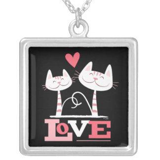 2 chats blancs en pendentif de lapin de l'amour  