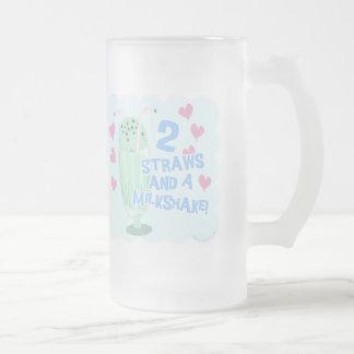 2 pailles et un milkshake frosted glass beer mug