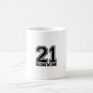 2NE1 tombant dans la tasse d'amour