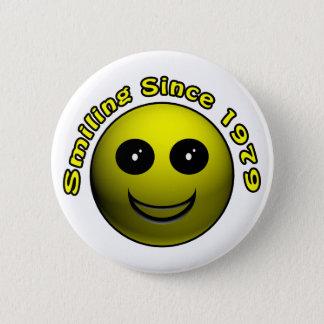 30ème Cadeaux d'anniversaire, souriant depuis 1979 Badge