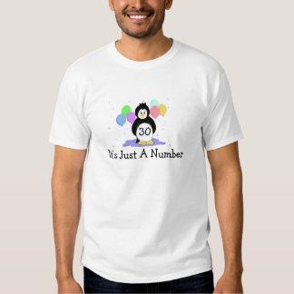 30ème Pingouin d'anniversaire avec des ballons T-shirts