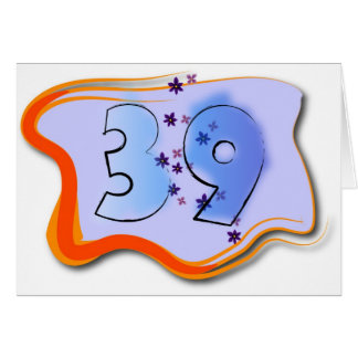39 et tenir la carte d'anniversaire