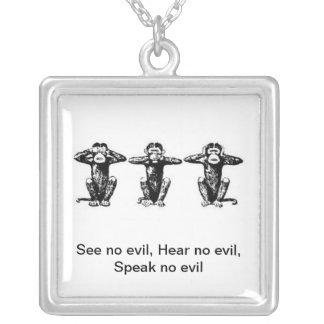 3 singes pendentif carré