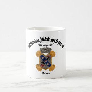"""3ème Le bataillon, les 8èmes FNI """"lierre dragonne"""" Mug"""