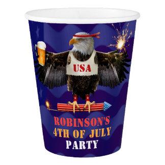 4 juillet bière patriotique et feux d'artifice des gobelets en papier