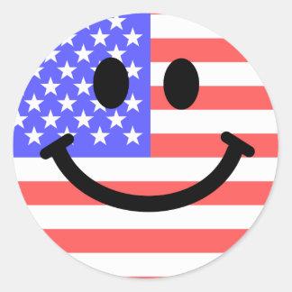 4 juillet visage de smiley de drapeau américain sticker rond