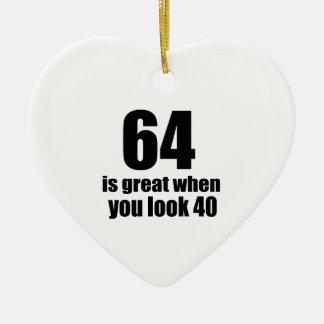 64 est grand quand vous regardez l'anniversaire ornement cœur en céramique