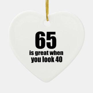 65 est grand quand vous regardez l'anniversaire ornement cœur en céramique