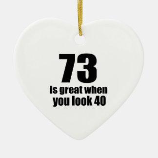 73 est grand quand vous regardez l'anniversaire ornement cœur en céramique