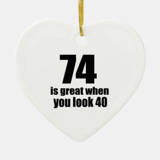 74 est grand quand vous regardez l'anniversaire ornement cœur en céramique