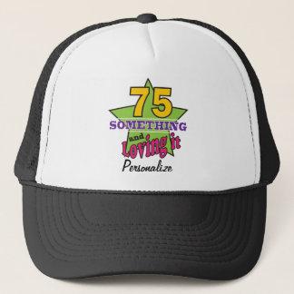 75 quelque chose et l'aimant soixante-quinzième casquette