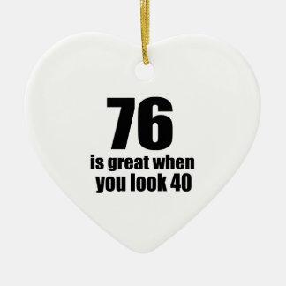 76 est grand quand vous regardez l'anniversaire ornement cœur en céramique