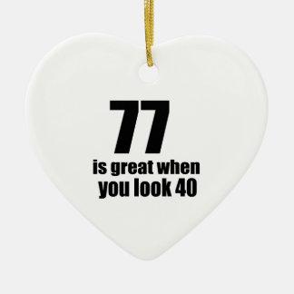 77 est grand quand vous regardez l'anniversaire ornement cœur en céramique