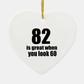 82 est grand quand vous regardez l'anniversaire ornement cœur en céramique