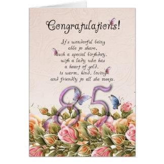 85th carte d'anniversaire avec les papillons et