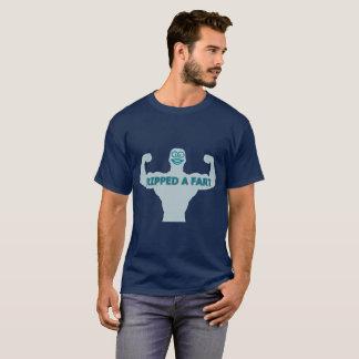 A déchiré un T-shirt foncé de base d'hommes de pet