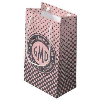 À la mode gris rose millénaire de monogramme de petit sac cadeau
