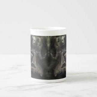 À moitié plein - tasse de porcelaine tendre