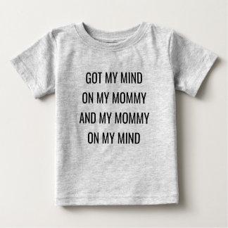 A obtenu mon esprit sur ma maman et ma maman sur t-shirt pour bébé