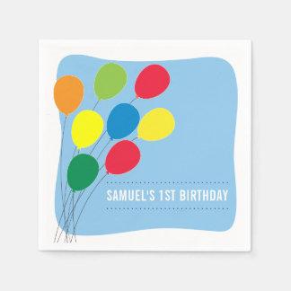 Ă?re fête d'anniversaire de garçons colorés de serviette en papier
