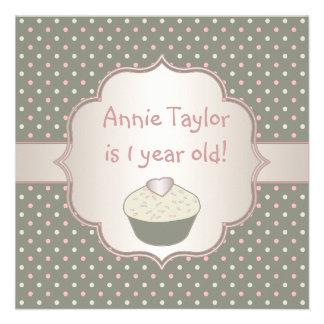 Ă?re fête d'anniversaire de petit gâteau vert rose faire-parts