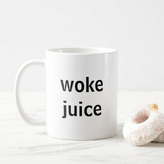 A réveillé la tasse de jus