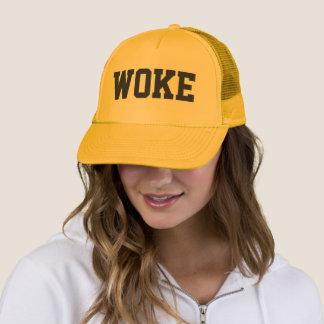 A réveillé le casquette