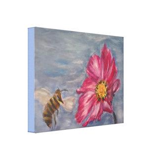 Abeille bourdonnant sur un fleur sauvage de toiles