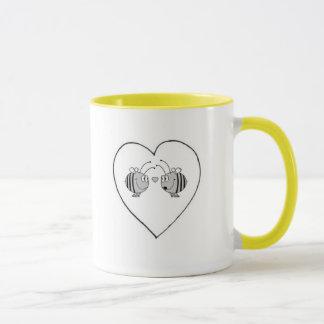 Abeille dans la tasse de café d'amour