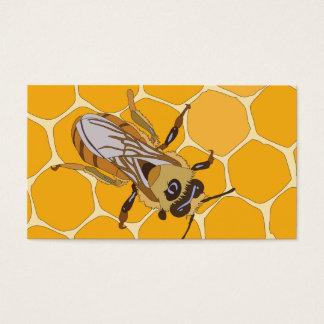 Abeille de miel sur le nid d'abeilles cartes de visite