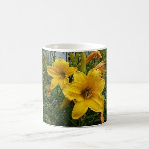 Abeille en fleur mugs