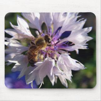 Abeille et fleur bleue tapis de souris