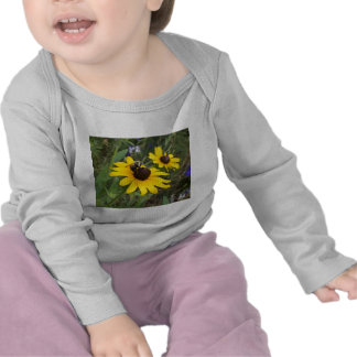 abeille sur la fleur t-shirts