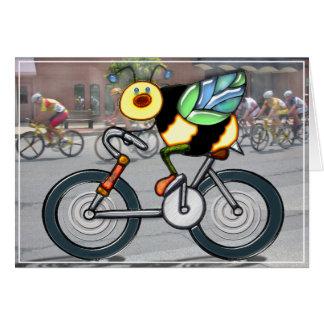 Abeille sur un vélo dans une course cartes de vœux