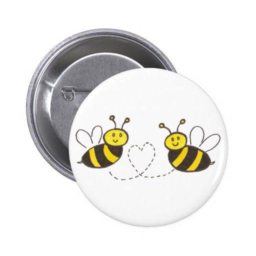 Abeilles de miel avec le coeur badge