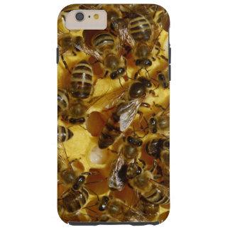 Abeilles de miel dans la ruche avec la reine au coque iPhone 6 plus tough