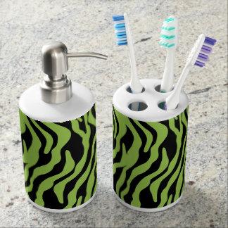 Accessoires verts de salle de bains d'impression porte brosse à dents