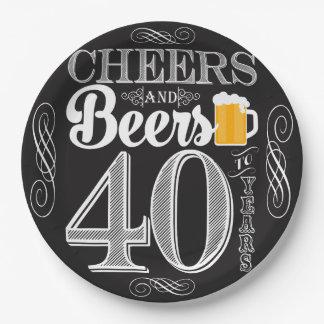 Acclamations et bières à 40 ans de plaques à assiettes en papier