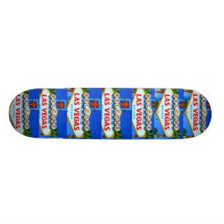 Accueil à la planche à roulettes de signe de Las V Plateau De Skateboard
