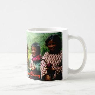 achi&kids3, www.ChildrenOfTibetTrust.org Mug Blanc