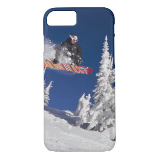 Action de snowboarding à la station de sports de coque iPhone 7