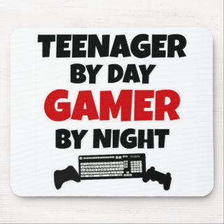 Adolescent par le Gamer de jour par nuit Tapis De Souris