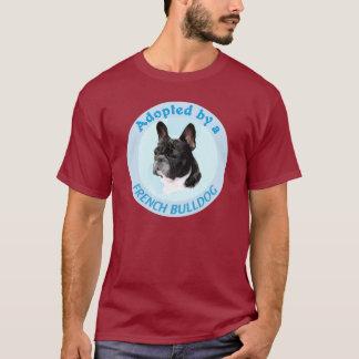 Adopté par un bouledogue français t-shirt
