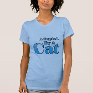 Adopté par un chat t-shirt
