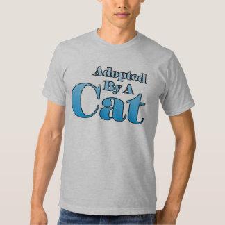 Adopté par un chat t-shirts